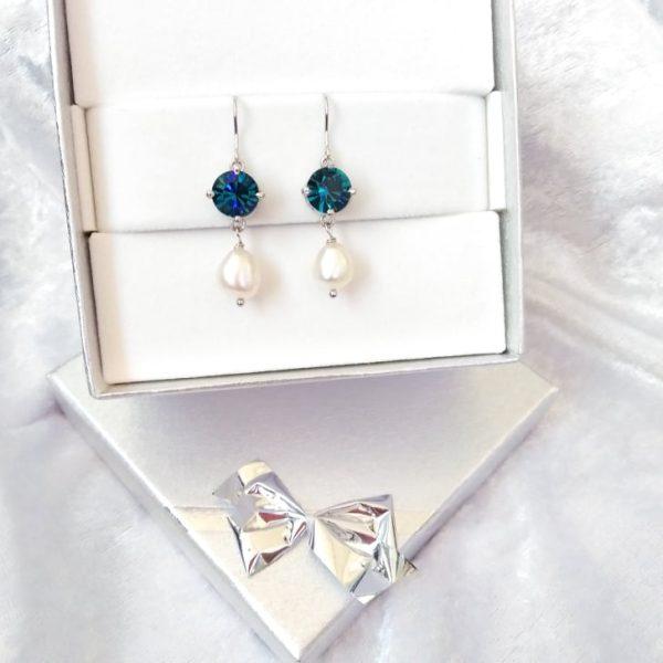Ασημενια σκουλαρικια με μπλε οινοπνευματι swarovski και μαργαριταρια του γλυκου νερου